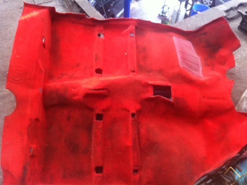 Vds moquette rouge for Moquette 205 cabriolet