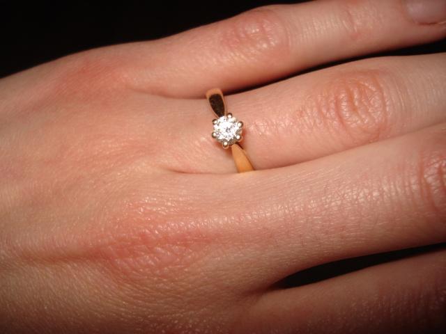 Mon homme me l'a glissé au doigt le jour de nos fiançailles (en 2004 ...