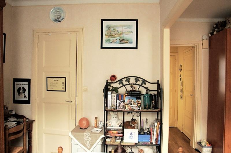 donner un coup de jeune cette pi ce mais peu de moyens. Black Bedroom Furniture Sets. Home Design Ideas