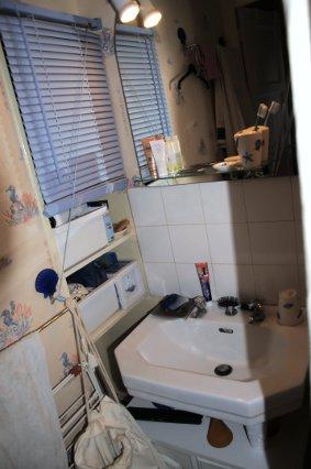 Mini salle de bain chez uranie changement de lavabo et for Mini lavabo salle de bain