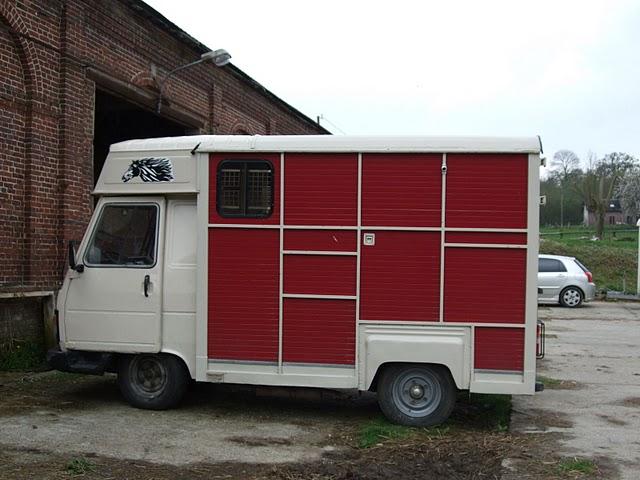 camion chevaux transport de pour. Black Bedroom Furniture Sets. Home Design Ideas