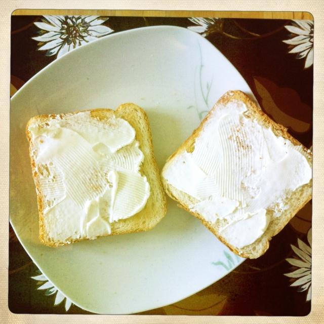 #Étés 2012 – C'est l'été, on réveille le petit-déjeuner : toasts au fromage frais