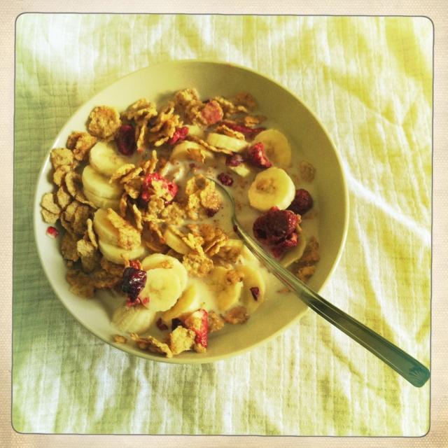 #Étés 2012 – C'est l'été, on réveille le petit-déjeuner : corn flakes à la banane