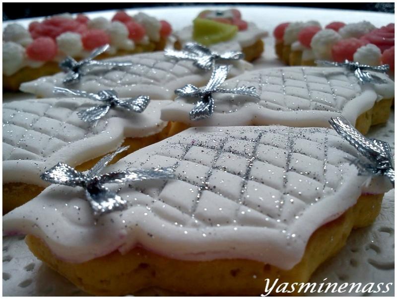 dcoration pte sucre blanche et colore pte damande paillettes alimentaires noeuds de dcoration - Pate A Sucre Colore